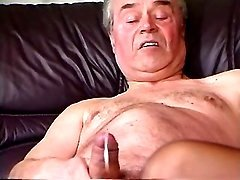 Man has oral  with mature n jizzing